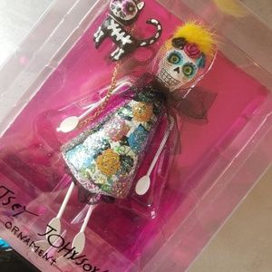 1 of kind Betsey Johnson skull and cat ornament